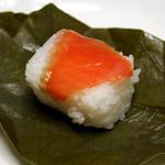 24378051 - 柿の葉寿司(鮭)