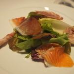 24379948 - 前菜:生ハムやサラミ、スモークサーモン、チキンの香草巻きなどが乗ったサラダ