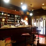 平岡珈琲店 - 店内の雰囲気もレトロ