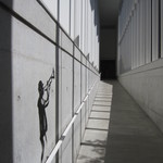 24383003 - カフェと美術館につづく廊下