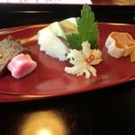 24385501 - 前菜:鯖棒寿司、子持ち鮎有馬煮、編笠柚子等