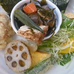 小道 - 煮物・天ぷら・サラダ・卵焼き付き