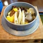 山ぼうし - 料理写真:きのこ釜飯