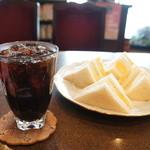 りんご亭 - 料理写真:アイスコーヒーと厚焼き玉子サンド