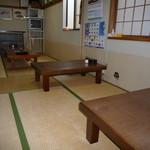 キッチン さかなやさん - 奥の方のテーブル席