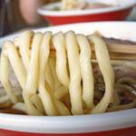 丸海鳴海中華そば店 - うどんのような極太麺