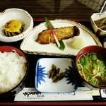 磯料理 喜良久亭 - 焼き魚定食(銀だら)