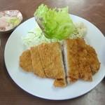 梅月食堂 - とんかつ定食(アップ)