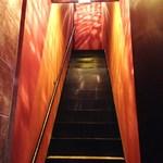 アマーリエ - 階段で2階へ