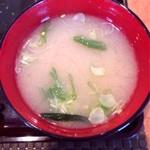花ホタル - ワカメのお味噌汁。