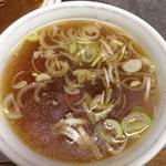 大三元 - 一緒にでてくる、鶏ガラ系の濃いスープがまたうまい。