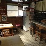 柳川 - カウンターとテーブル席 計12席