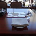 ブション・プロヴァンサル Chez AZUMA - テーブルセッティング