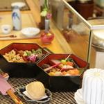 懐 - 松花堂弁当・・・ちょこっとづつ美味しいものが詰まった宝石箱みたいで食べるのがもったいないぐらい