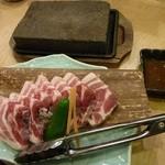吾愛人 - 黒豚の桜島溶岩焼き