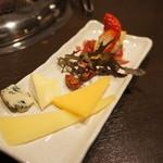 焼肉 有牛 - 前菜 チーズ盛り・フォアグラのムース・生ハム・キャラメルアーモンド