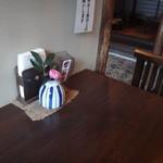 茶院 葉名木 - 机の上の、一輪の花