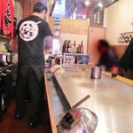 広島お好み焼き 鉄板焼 ゆうちゃん - 丁度良いコバコです。                             鉄板メインのカウンター席。