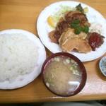 三好弥 - 今日の日替わりメニュー「750円」は、チキンカツ&ハンバーグ&カボチャの天ぷら・・・相変わらず安い設定ですね♪ご飯大盛りにしなくても満足の定食です。