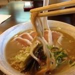 麺ゃ しき - らぁ祭限定 濃厚白湯(880円)メンマリフト