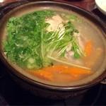 明華園 - 参鶏湯