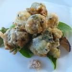 シンパ カフェ - フキノトウ、ウド、カリフラワーのゴマフリッター 岩塩と柚子味噌で