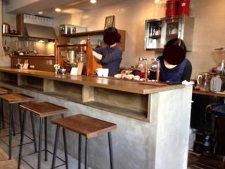 喫茶 アカリマチ 阿波座店 - カウンターの様子。