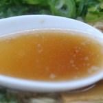 来来亭 - ラーメンのスープ