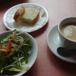 MANO MAGIO - ランチのサラダ、パン、ドリンク
