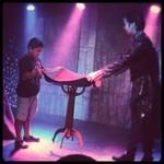 OSMAND - ステージで子供も魔法使いになりました!テーブルが浮いてる!
