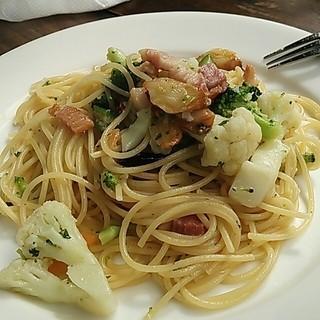 ダイニングカフェ・ボリジ - 野菜たっぷりペペロンチーノ