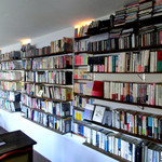 cafe moyau - 本がたくさん