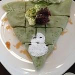 コイケヤ - 抹茶の皮に、クリームチーズと餡をトッピング。雪だるまがかわいい!