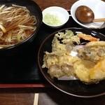 布袋庵 - 8種の野菜天ぷらそば ¥850
