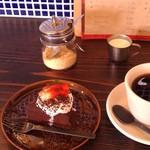 24431608 - H26/2チョコレートケーキとブレンドコーヒー