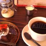 24431633 - H26/2チョコレートケーキとブレンドコーヒー
