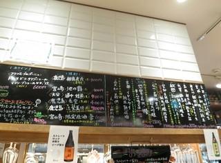 銀座 君嶋屋 - メニューはカウンター上に!日本酒、焼酎、ワインにわかれています。
