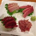 24436561 - 2014年1月訪問時:厳選マグロの刺身食べ比べセット(脳天、赤身、トロ、中落ち)(\1980)
