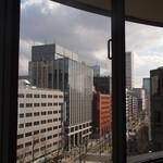 ガスビル食堂 - 窓からは御堂筋が見える
