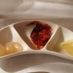 ガスビル食堂 - らっきょう、福神漬け、セロリの酢漬け