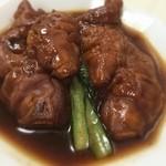 24444914 - 豚脚麺(とんそくそば)                       の豚足                       とろっとろのコラーゲンの塊