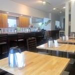 淡路島カレー - 喫茶店のような内装、元は喫茶店だろう?