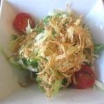 淡路島カレー - サラダが付く