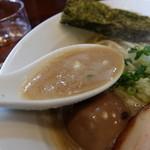 七麺鳥 - 鶏白湯でも醤油味だとこんな色に!