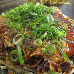 広島お好み焼 ひらの - 肉玉そば600円+80円で辛麺バージョンにしました。B級度アップで美味しい♪