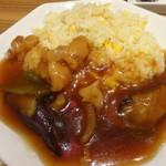 横濱 蒸籠 - 鶏肉と野菜の甘辛炒めチャーハン
