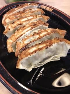 ラーメン横綱 - ラーメン横綱  外大前店の黒豚餃子200円(14.02)
