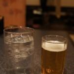 水炊き風もつ鍋 もつ彦 - マンゴスティーナソーダ 450円とビール