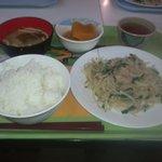 カフェテリア ルネ - 今日は九州フェア、豚トロもやし炒めです