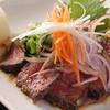 宗一郎 - 料理写真:レアステーキ牛タタキ風¥840